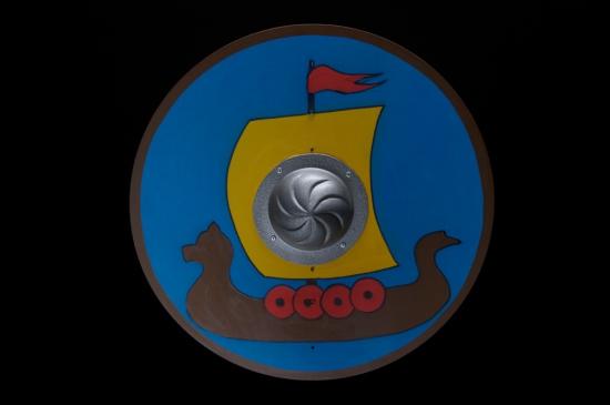 Круглый щит с умбоном